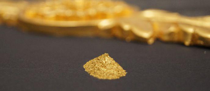 Złoto i srebro w proszku